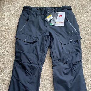 *BRAND NEW* Oakley Snowboarding/Ski pants